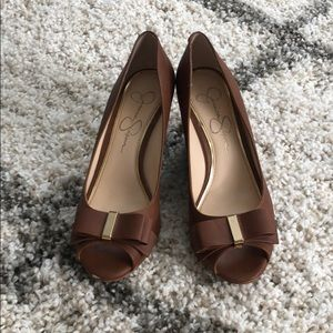 Jessica Simpson, bow wedges, gold detail, 7